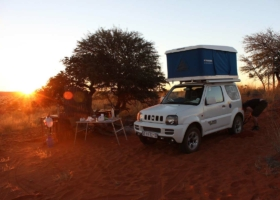 ルーフテントとバンライフ車でのキャンプ休暇:アドベンチャー、ファミリー、旅行のトレンド